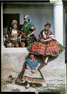 Hungary 1930 - 125 years of National Geographic: the world in pictures Folk Costume, Costume Dress, Traditional Fashion, Traditional Dresses, Hungarian Women, Costumes Around The World, Hungarian Embroidery, World Cultures, People Around The World