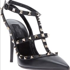 Valentino rockstar Noir pumps in black Only worn it twice! 100% authentic with box and dust bag Valentino Shoes Heels