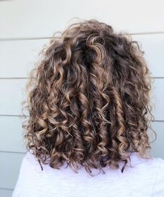 Curly Balayage Hair, Blonde Highlights Curly Hair, Dyed Curly Hair, Brown Curly Hair, Colored Curly Hair, Brown Hair Balayage, Curly Hair Tips, Short Curly Hair, Curly Hair Styles