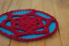 Free Crochet Pattern :: Tribble Trivet by Kristin Roach on Craft Leftovers What do you need more than 2 pot holders for – Trivets though are what you really need a ton of – one for each dish you put out on the table actually. And since they are part of the dinner spread, why not fancy them up a bit? Plus, but using two colors instead of just one, this pattern works nicely for using up those last 10g of kitchen cotton. #crochet #freepattern #cotton #trivet #quickcrochetgift Quick Crochet Gifts, Free Crochet, Free Pattern, Crochet Patterns, Fancy, Cotton Crochet, Pot Holders, Blankets, Dish