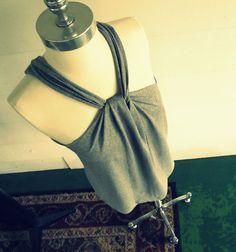 Tshirt recon, no sew.  - http://wobisobi.blogspot.com.es/2012/07/no-sew-halter-3-diy.html
