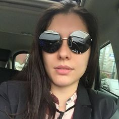 A linda @dra.kelly.portugal não podia faltar nos posts de hoje 😎📸❣ADORAMOS o novo escolhido!! 👏🏻👏🏻#Repost @sandrinha_oticas_wanny ・・・ Minha cliente #Linda #Vip #TOP😍💕💞❤👏👏👏👏👏arrasando de CHANEL ROUND!!!! #clientewanny