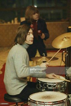 🆘️🔥🎸💕👍Charlie Watts with Brian Jones of Rolling Stones Brian Jones Rolling Stones, Rolling Stones Logo, Charlie Watts, The Roling Stones, Vintage Rock T Shirts, Rollin Stones, Vintage Drums, Rock And Roll Bands, Music Images