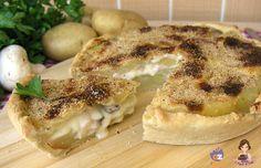 Una torta salata davvero molto gustosa ripiena di patate funghi e formaggio , una vera delizia !