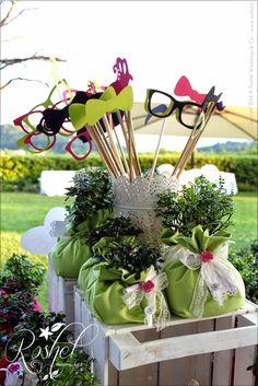 Props. Occhiali, papillon per Wedding Photo Booth di Roshel Weddings & Co.  http://roshel-weddings-and-co.blogspot.it/2015/02/l-del-photo-booth-facce-da-matrimonio.html
