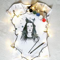 Koszulka ręcznie malowana z dziewczyną, Ewa Chodakowska, fitnes, sport, skalpel, hand painted t-shirt girl