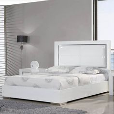 Ibiza Platform Bed - High Gloss White - Make a bold statement in your bedroom decor with the Ibiza Platform Bed - High Gloss White. This gorgeous, modern bed features a leather padded he...