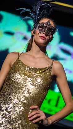 Barbara Schwarzer Abendrobe mit Farbverlauf. Barbara Schwarzer - Designerkleider günstig mieten bei dresscoded.com. Foto: Dan Heisenberg #dresscoded.com