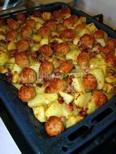 W mojej kuch ni: Ziemniaczki zapiekane z mięsnymi kulkami Pork Recipes, Cooking Recipes, European Dishes, Breakfast Recipes, Dinner Recipes, Good Food, Yummy Food, Beef Dishes, Food Inspiration
