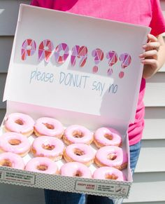 Proposal Ideas food know trying to find the perfect promposal idea can be stressful, but one thing i. know trying to find the perfect promposal idea can be stressful, but one thing it doesn't have to be is expensive. Here's a simple Donut Promposa idea! Cute Homecoming Proposals, Hoco Proposals, Cute Homecoming Ideas, Formal Proposals, High School Dance, School Dances, Creative Prom Proposal Ideas, Greys Anatomy, Quinceanera