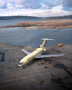 Boeing Planes, Boeing Aircraft, Boeing 727 200, Air Photo, Air Festival, Commercial Aircraft, Civil Aviation, Nose Art, Air Travel