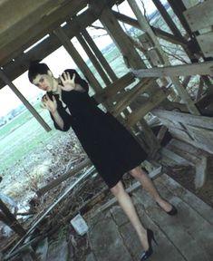 Regina Walters momentos antes de ser asesinada por Robert Ben Rhoades. Rhoades fue un camionero asesino en serie quien subía a personas en el camino y las torturaba antes de asesinarlas. El caso de Regina, de entonces 14 años, nunca fue resuelto, hasta que la fotografía fue hallada en la casa del hombre. La imagen integró la evidencia en su contra.