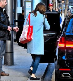 Kate Middleton seen in Kensington for the first time since returning from the royal tour to Ireland Kate Middleton Wedding, Princess Kate Middleton, Kate Middleton Style, Pippa Middleton, Duchess Kate, Duchess Of Cambridge, Duke And Duchess, Princess Katherine, Princess Charlotte