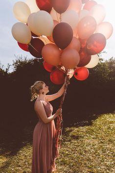 Photography Women, Wedding Photography, Wedding Balloons, Latex Balloons, Wedding Couples, Garden Wedding, Poses, Portraits, Woman