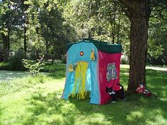 Speeltent Woonwagen van Hanging Houses / Playing tent Gypsy Wagon from Hanging Houses Gypsy Wagon, Could Play, Caravan, Cool Kids, Cool Stuff, Outdoor Decor, How To Make, Bags, Small Houses