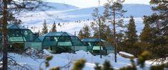 """""""Roteiro do Papai Noel"""" na Finlândia tem Aurora Boreal e passeio de trenó. Aventura na Finlândia inclui hospedagem em iglu de vidro, passeio de trenó, piquenique na floresta e busca pela Aurora Boreal."""