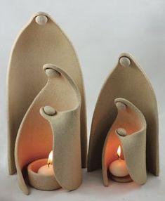 Prišlo k nám Svetlo Sveta keramický svietnik Maxi Betlehem / DesignLCH Slab Pottery, Ceramic Pottery, Pottery Art, Ceramic Art, Ceramic Figures, Ceramic Light, Ceramic Houses, Ceramic Design, Christmas Clay
