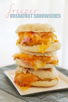 Homemade Freezer Breakfast Sandwiches - These hearty, high protein breakfast sandwiches make for a quick & delicious breakfast! | thecomfortofcooking.com