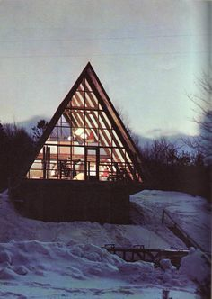 This prefabricated A-frame, sold by a company called Stanmar, Inc. from Boston, was built in 1960 at Mad River in Vermont. A Frame Cabin, A Frame House, Ideas De Cabina, Cabins And Cottages, Cabins In The Woods, Beautiful Buildings, Vermont, Architecture Design, House Design