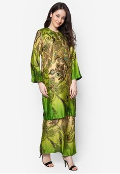 Baju Kurung Azani from Butik Sireh Pinang in Green An ode to the classics, step out in amplified elegance with this baju kurung from Butik Sireh Pinang. The brand channels their stylish flair into this traditional wear by adding a splash of multi-coloured paisley prints.?Top- Polyblend- Round nec... #bajukurung #bajukurungmoden