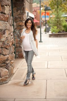 Skinny dippin' ... in gray skinny jeans, that is! More maternity styles @ mychicbump.com