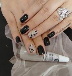 31 New ideas for nails sencillas black Fancy Nails, Love Nails, Diy Nails, How To Do Nails, Gorgeous Nails, Nail Nail, Stylish Nails, Trendy Nails, Short Nail Designs