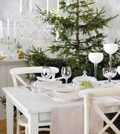 Have you ever wondered how to get that beautiful Scandinavian feel in your home during Christmas? Well it's not that hard; the answer is 'traditional' and 'white'. For us Scandis, Christmas is the most celebrated . Scandinavian Christmas Trees, Swedish Christmas, Woodland Christmas, Christmas 2015, White Christmas, Scandinavian Design, Christmas Tables, Coastal Christmas, Christmas Ideas