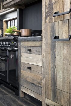 18 Stylish and Functional Open Kitchen Shelf Ideas to Save More Space - The Trending House Rustic Kitchen, Kitchen Remodel, Rustic House, Kitchen Cabinet Design, Kitchen Inspirations, Outdoor Kitchen, Home Decor Kitchen, Kitchen Interior, Interior Design Kitchen