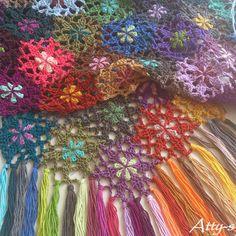 Kijk wat ik gevonden heb op Freubelweb.nl: bloemsjaal van Atty's gehaakt met Scheepje Catona - gratis patroon http://www.freubelweb.nl/freubel-zelf/zelf-maken-met-haakkatoen-751/