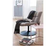 Lehnen Sie sich zurück! Der aktuelle Trend geht zu gemütlichen und gepolsterten Sessel über, in denen man sich rundum wohlfühlt. Das hellgraue Modell BAR von Dutchbone vereint Komfort und tollen Stil in einem. Lassen Sie sich von dem bequemen Design überzeugen.