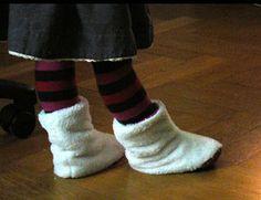 Chaussons pour petits et grands RAJOUTER COUTURE ET DIMINUER HAUTEUR DE TIGE  http://www.petitcitron.com/index.php/patrons-de-couture/vetements-de-bebe/bottes-chaussons#.VmhrjNLhCt-