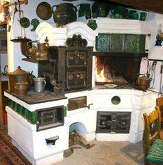 Traditional Hungarian masonry and iron kitchen stove. Wood Stove Cooking, Kitchen Stove, Old Kitchen, Green Kitchen, Rustic Kitchen, Vintage Kitchen, Kitchen Decor, Wood Oven, Foyers