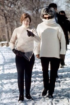 Jackie with Caroline Kennedy in Central Park in New York City, January 3, 1971.