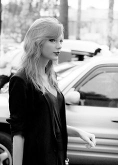 like i said.. taylor swift and black and white, = PERFECTION ♥