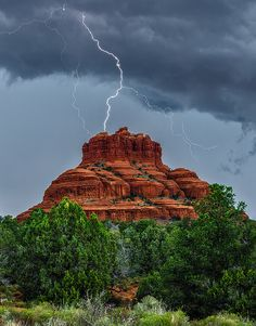 LIghtening hits The Bell Rock (Arizona) | by Guy Schmickle