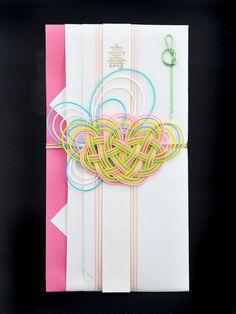 『壽』の短冊を使用すればご結婚用に、また無地の短冊を使用すれば他のお祝いごとにもご利用頂けます。このデザインは、女性へのお祝いにご利用頂ければと思います。【3...|ハンドメイド、手作り、手仕事品の通販・販売・購入ならCreema。
