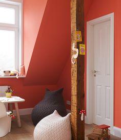 """Alpina Feine Farben No. 25 – Spiel der Korallen. """"Spiel der Korallen"""" überzeugt mit seinem strahlenden Leuchten und seiner fröhlichen, exzentrischen Energie. Der Ton setzt leuchtende Akzente, regt die Kreativität an und weckt verspielte Lebensfreude. #Design #DIY #Farbe #Einrichten #Wohnen #Inspiration #Wandgestaltung #Premium #Innenfarbe #orange #Kinderzimmer"""