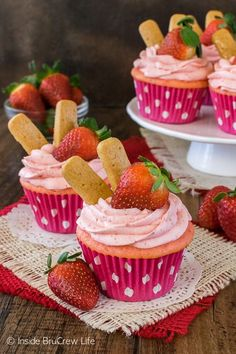Strawberry Cheesecake Cupcakes - these easy cupcakes have a sweet cheesecake filling and fresh strawberry frosting. This recipe is perfect for any spring party!