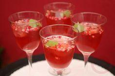 Receita de drink sem álcool de refrigerante de limão e morango: finalizado com…