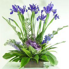 Arreglo Floral Iris Exótico http://www.magentaflores.com/productos/arreglos-florales-exoticos-bogota.html