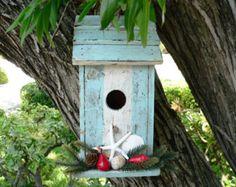 Beach Bird House/Beachy Bird House/Garden Decor/Starfish Birdhouse/Rustic… Garden Projects, Garden Ideas, Art Projects, Barn Crafts, Shells And Sand, Creature Comforts, Wild Birds, Rustic Birdhouses, Bird Houses