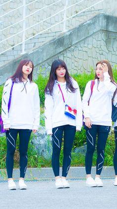 Hyun Ji, Twice Once, Nayeon Twice, Dahyun, Sport Wear, Kpop Girls, Asian Beauty, Asian Girl, Rain Jacket