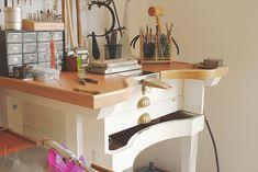 Metal Workshop, Workshop Storage, Home Office, Home Desk, Shop Organisation, Jewelers Workbench, Woodworking Workshop Layout, Art Studio At Home, Cute Room Decor