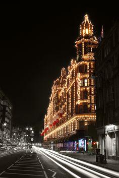 Harrods- department store in London