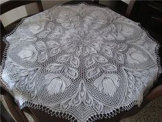 Russian tablecloth, looks like a mix of crochet and knitting. No pattern link, just a photo but I didn't want to lose the inspiration. Really want to find the pattern for this one. Knitting Charts, Lace Knitting, Knitting Patterns, Thread Crochet, Knit Or Crochet, Filet Crochet, Russian Crochet, Crochet Tablecloth Pattern, Rugs