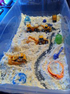 """""""Fausse neige"""" avec farine, huile de bébé et machines de chantier"""