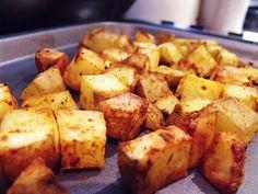 Le Patate alla sarda vengono realizzate bollendo le patate per 10 minuti, scolandole, pelandole e tagliandole a cubetti, quindi facendole saltare in ...