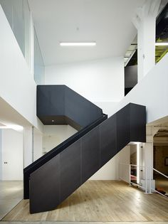 U+I Headquarters / Howick Place / London / Coffey Architects Staircase Design Modern, Modern Stairs, Modern Interior Design, Commercial Stairs, Staircase Handrail, Balustrades, Steel Stairs, Stair Detail, Interior Stairs