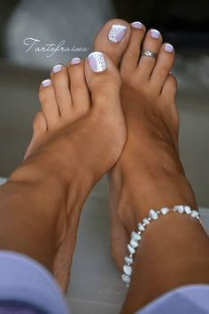 Nail art pied french pédicure pedi in 2019 naglar, tånaglar, Cute Toe Nails, Toe Nail Art, My Nails, Gel Toe Nails, Gel Toes, Nail Nail, Shellac Toes, Pretty Toe Nails, French Pedicure Designs