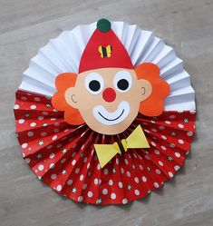 Paper Bag Crafts, Paper Crafts For Kids, Diy For Kids, Easy Fall Crafts, Cute Crafts, Craft Stick Crafts, Clown Crafts, Carnival Crafts, Birthday Party Goodie Bags